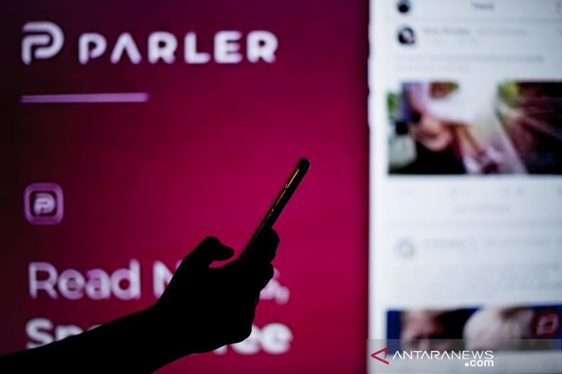 Apple hadirkan kembali platform media sosial Parler ke App Store