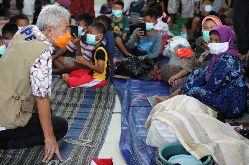 Antisipasi penyebaran COVID, Ganjar minta ruang pengungsian banjir Pekalongan disekat