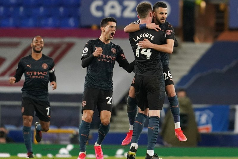 Manchester City kian menjarak, Everton tertahan