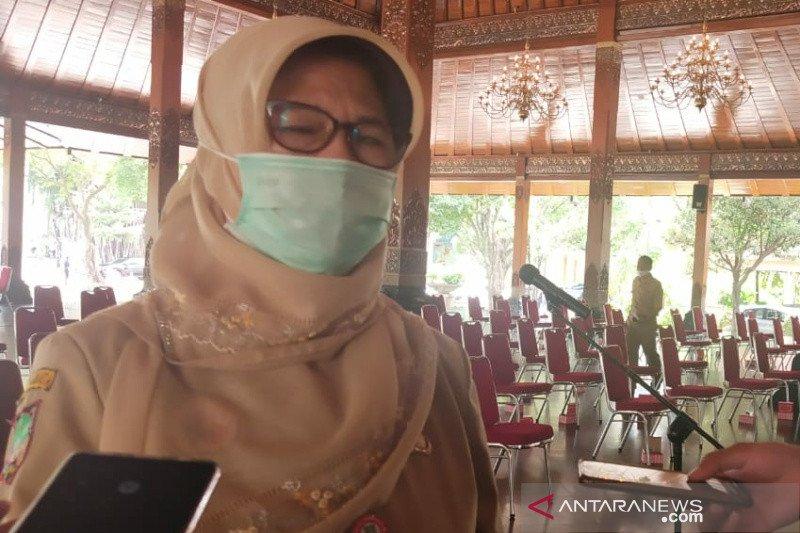 Kota Surakarta mendata penerima vaksin tahap kedua