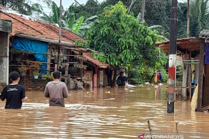 Banjir landa kawasan perkotaan di Karawang