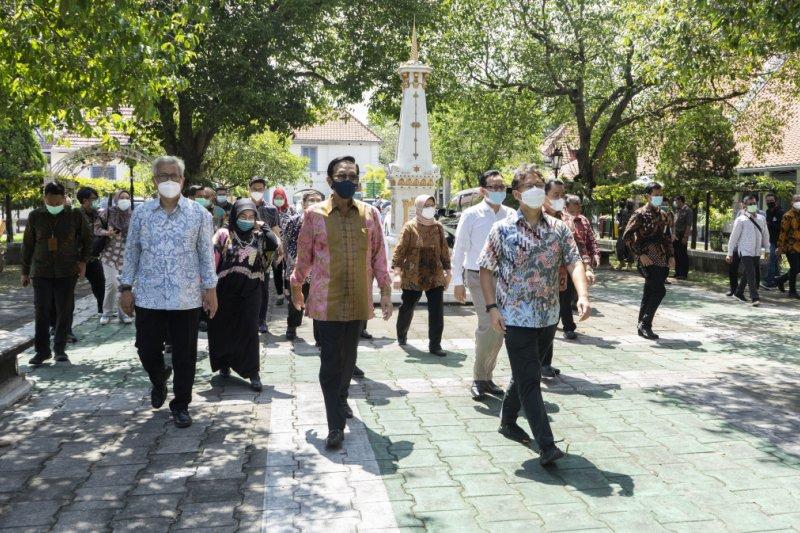 Menkes cek persiapan vaksinasi COVID-19 tahap kedua di Yogyakarta