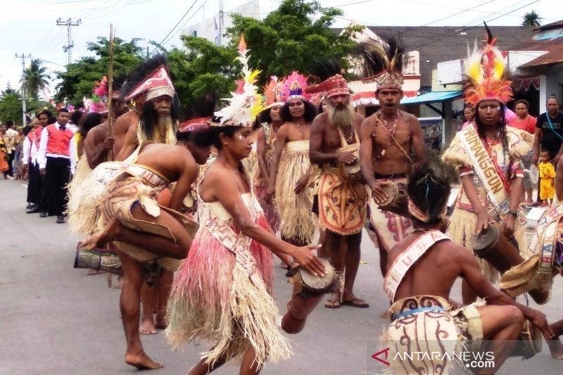 Menjaga alat musik Tifa sebagai  identitas Papua