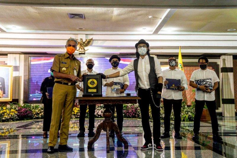 Padi Reborn dan keluarga alumni UGM merilis kolaborasi musik