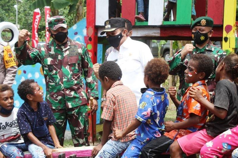 Satgas TNI bersama HPCI bangun taman bacaan anak di perbatasan