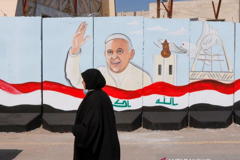 Paus Fransiskus bertolak ke Irak untuk perjalanan bersejarah meski berisiko