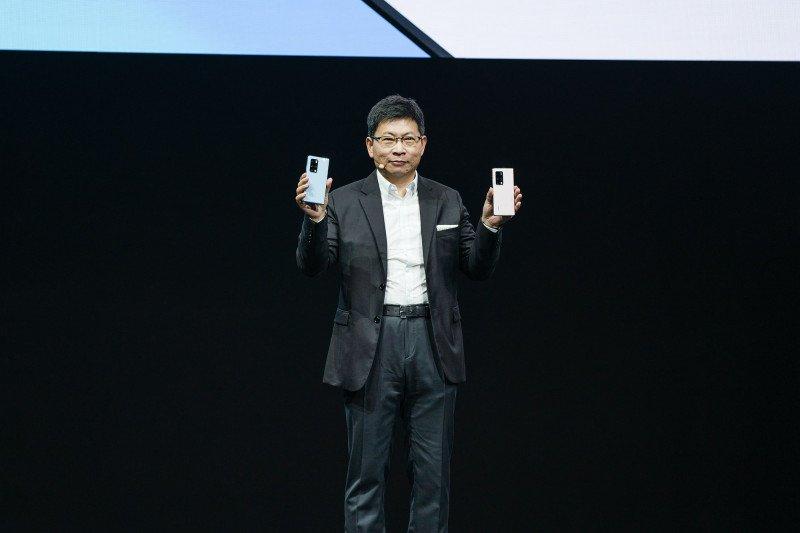 Huawei perkenalkan ponsel lipat Mate X2
