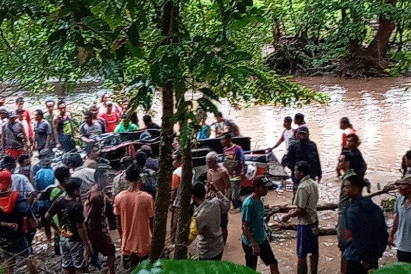 Mantan Kades Batu Tering Sumbawa hilang terseret banjir bersama mobilnya