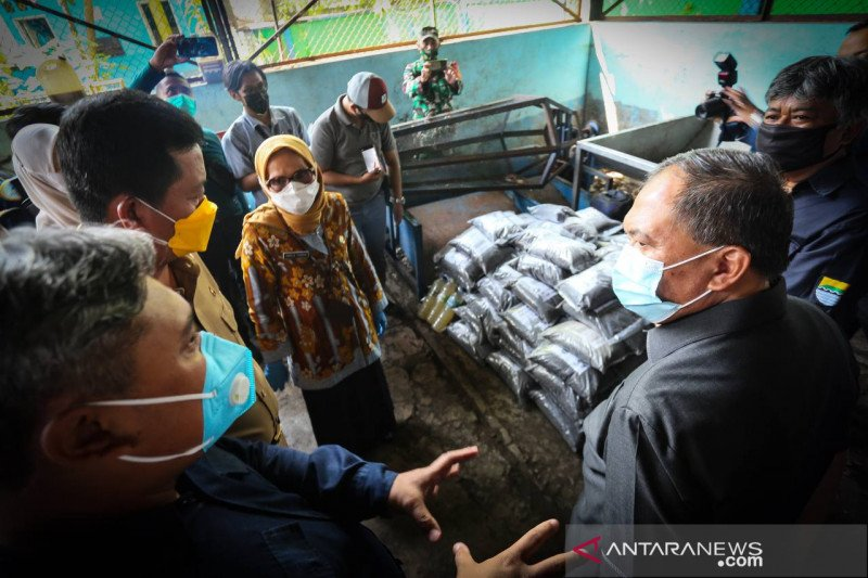 Kota Bandung raih penghargaan dari KLHK soal sampah