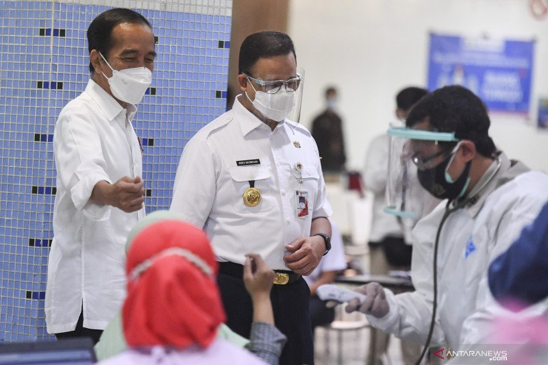 President Jokowi witnesses vaccination for Jakarta's traders