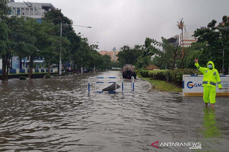 Simpang Lima Semarang tergenang banjir