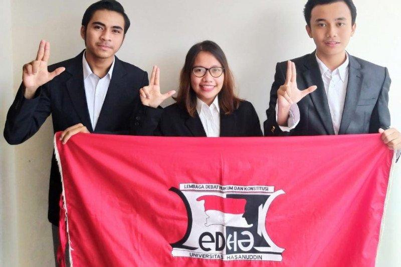 Mahasiswa FH Unhas juara pertama kompetisi debat nasional