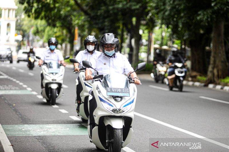 Pemkot Bandung terima 22 motor listrik untuk operasional ASN