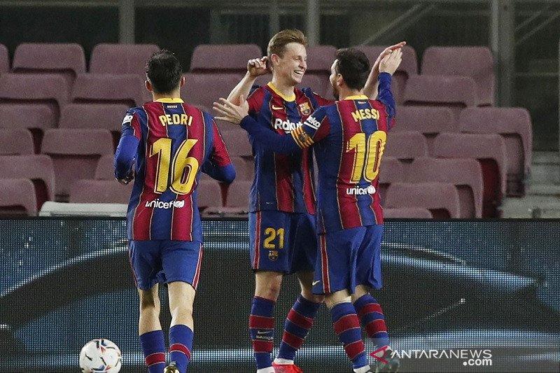 Dua gol Messi antar Barca kembali ke posisi ketiga