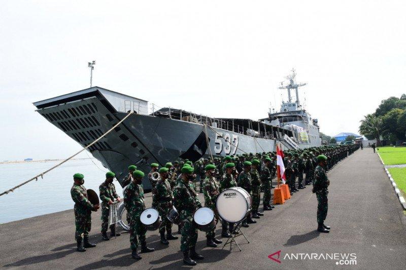KRI Teluk Manado memberangkatkan pasukan Pengamanan Perbatasan RI-Timor Leste