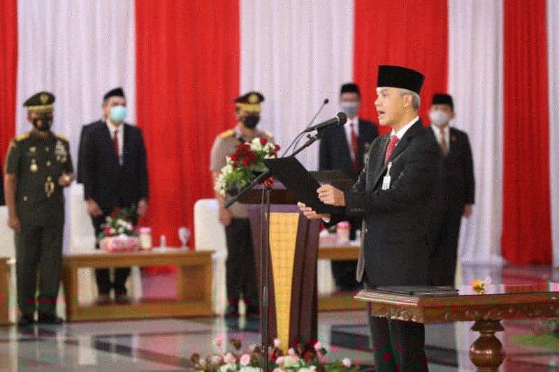 Ganjar Pranowo titip  pesan Soekarno saat lantik 17 kepala daerah