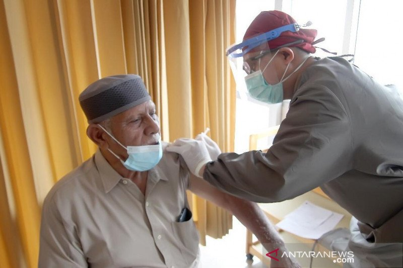 Pemkot Bandung mulai suntikkan vaksin COVID-19 ke kelompok lansia