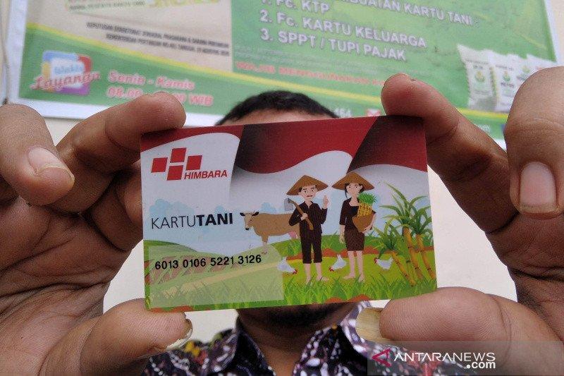 Penyuluh pertanian diminta bantu petani urus kartu tani