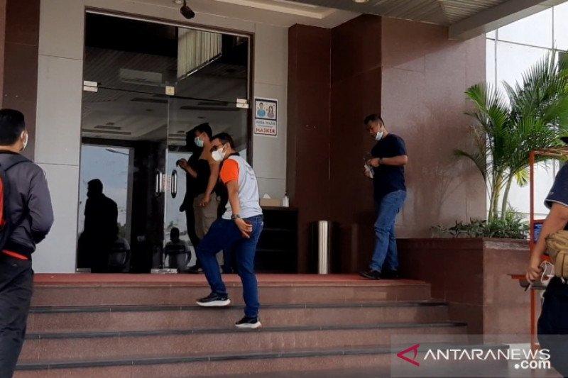 Bupati Bintan bantah dibawa KPK