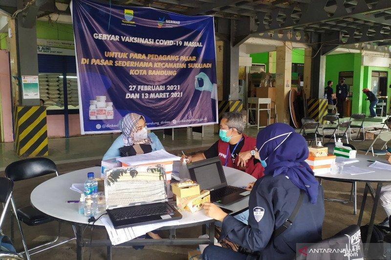 Dinkes mulai vaksinasi COVID-19 pedagang pasar di Kota Bandung