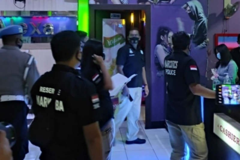 Petugas masih temukan jam buka tempat hiburan di Semarang melebihi ketentuan
