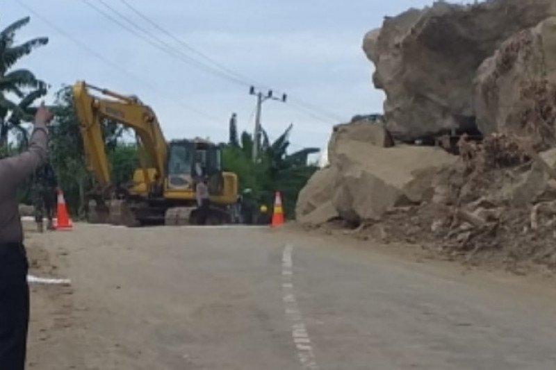 60 titik longsor akibat gempa di Mamuju Sulbar telah dibuka