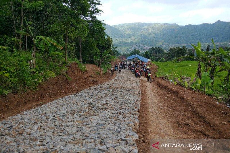 Pemkab Garut perbaiki jalan yang puluhan tahun rusak