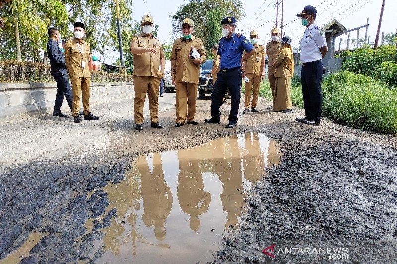 Kerusakan jalan dalam kota Sampit ditangani darurat