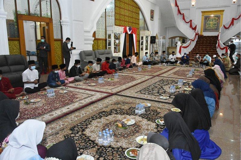 Tempati Rumdis, Kasmarni gelar doa bersama anak yatim
