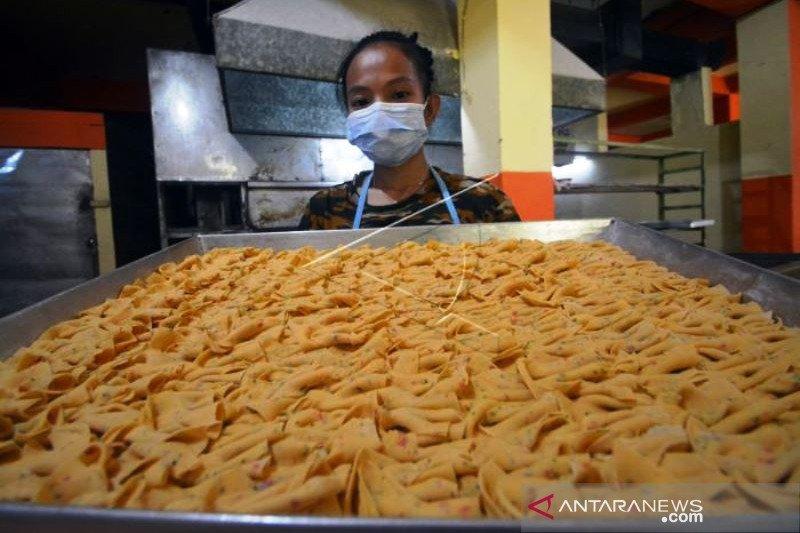 Produksi Kue Bawang Kembali Normal