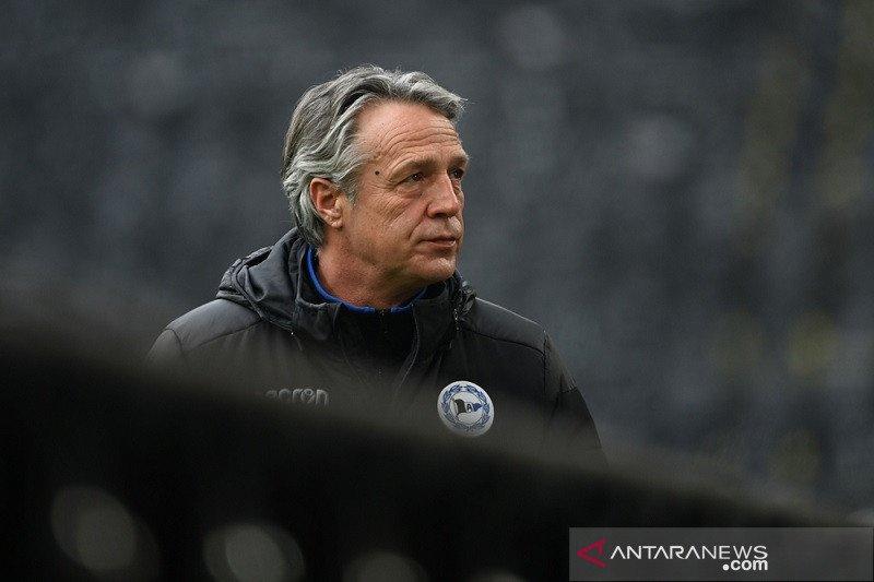 Tak terima rentetan hasil buruk, Arminia Bielefeld pecat Uwe Neuhaus