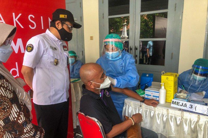 Pelaku usaha jasa akomodasi wisata di Yogyakarta jalani vaksinasi COVID-19