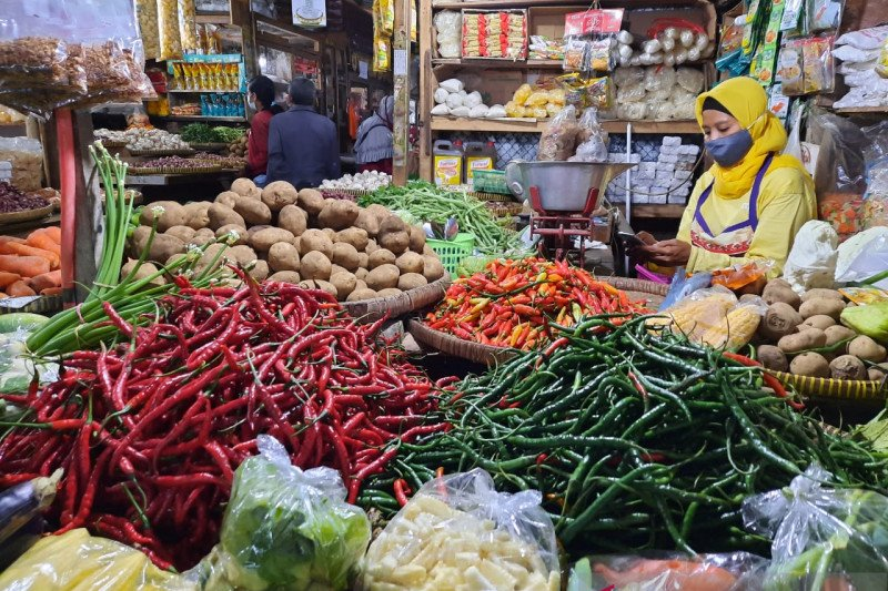 Disperindag Kulon Progo mengawasi ketersedian cabai di pasar rakyat
