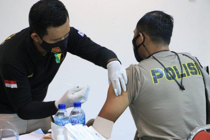 Seratusan anggota Polda DIY menjalani vaksinasi COVID-19