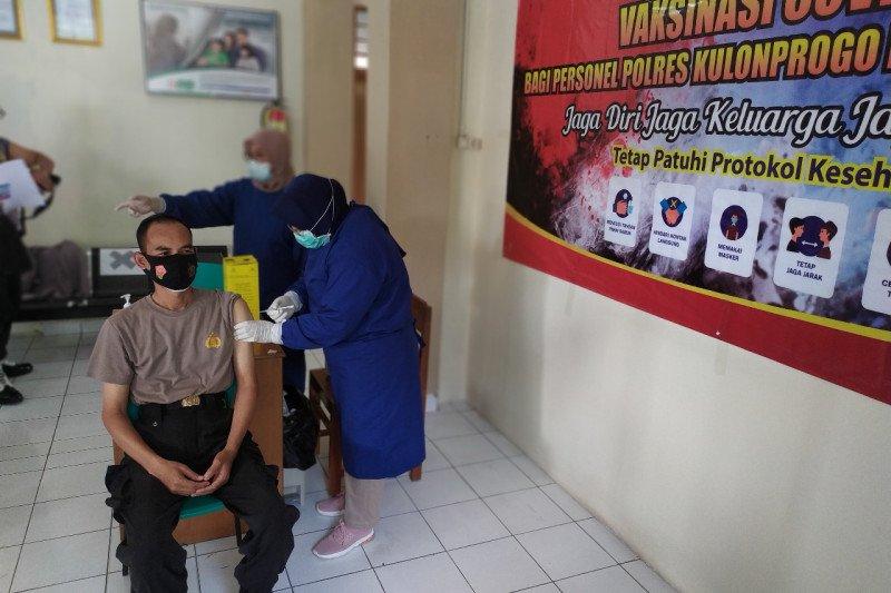 Ratusan personel Polres Kulon Progo menjalani vaksinasi