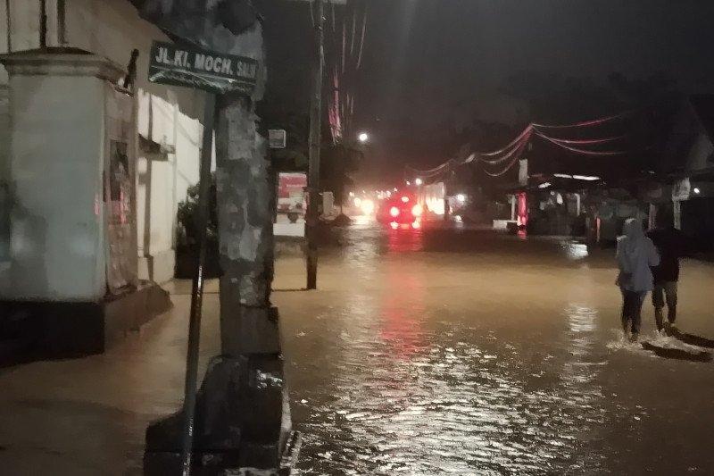 Kelurahan Way Lunik Bandarlampung dilanda banjir
