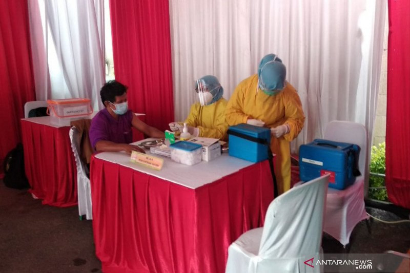 Pedagang di Sumatera Selatan mulai divaksinasi  COVID-19