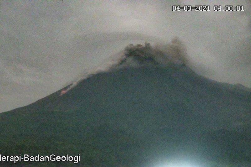 Gunung Merapi luncurkan awan panas guguran sejauh 1,2 km