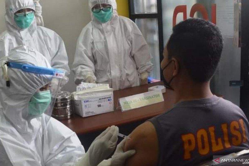 Sekda Tanah Datar harapkan vaksinasi bagi pejabat pelayanan publik mencapai 100 persen