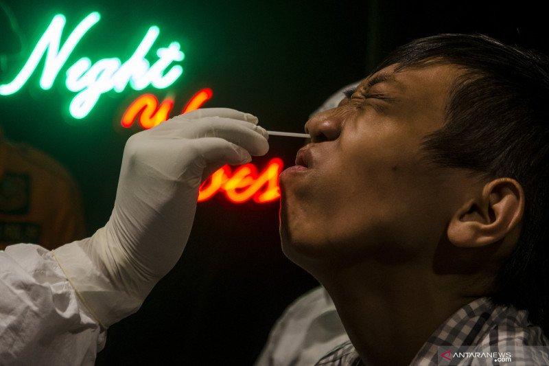 Melancong ke China kini harus dites usap anal untuk mendeteksi COVID-19