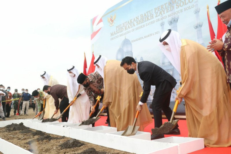 Construction begins on replica of UAE grand mosque