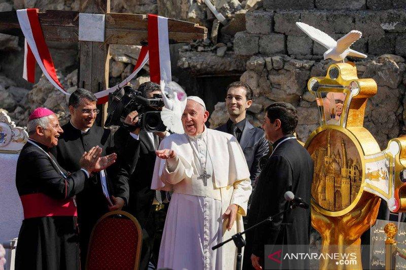 Paus Fransiskus dengarkan pengalaman warga Mosul Irak saat diperintah ISIS