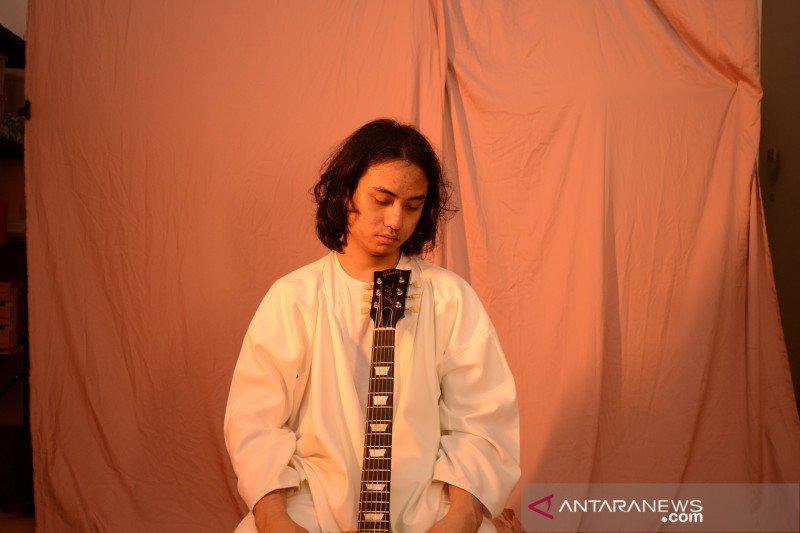 """Arya Novanda menyajikan soul-funk di single """"Love Song"""""""