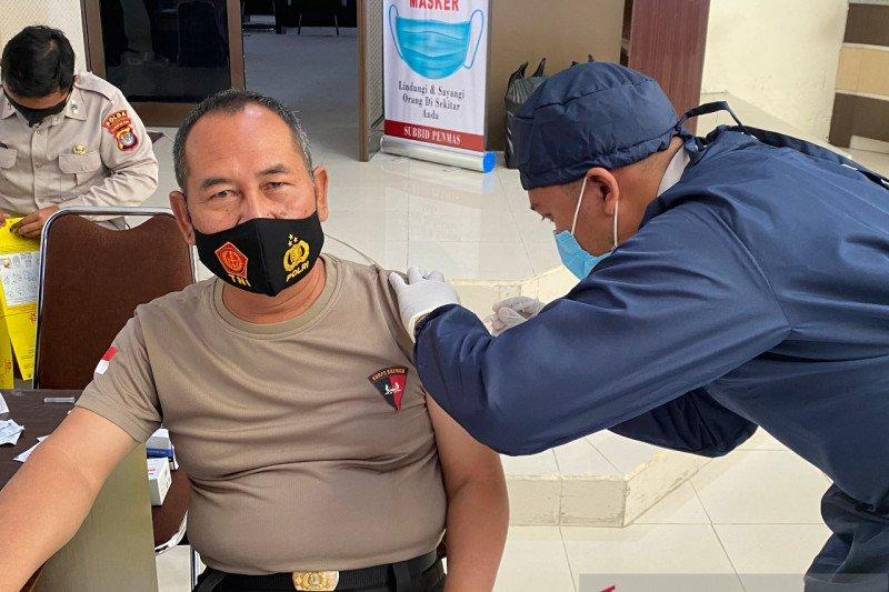 Personel Polda Kaltara mulai vaksin COVID-19 fase satu