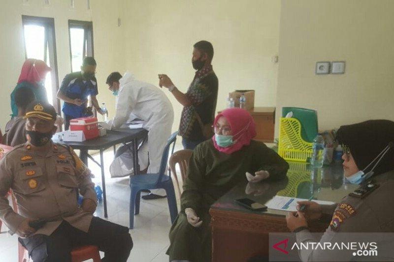 339 Personel TNI dan Polri di Solok Selatan disuntik vaksin COVID-19