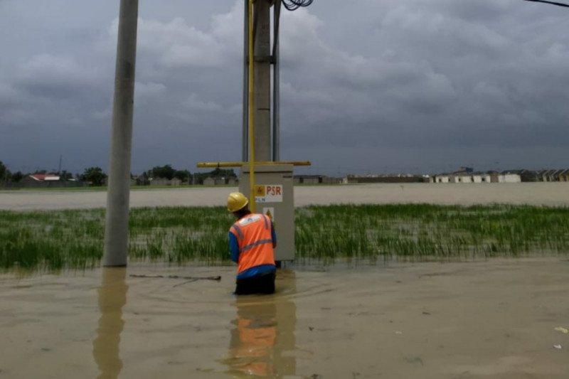 16 gardu listrik di Karawang kembali tergenang banjir