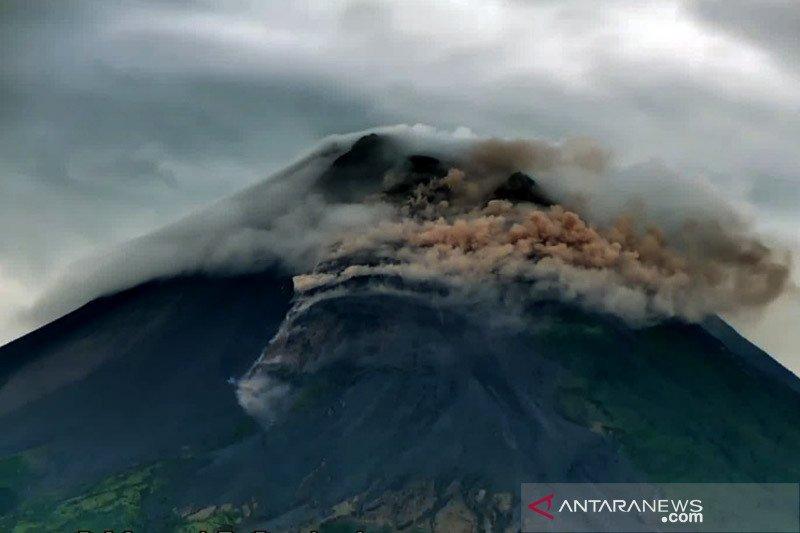 Merapi luncurkan awan panas guguran sejauh 700 meter