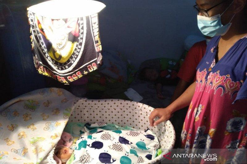 Bayi tanpa tempurung kepala bertahan dengan bergantung mesin oksigen