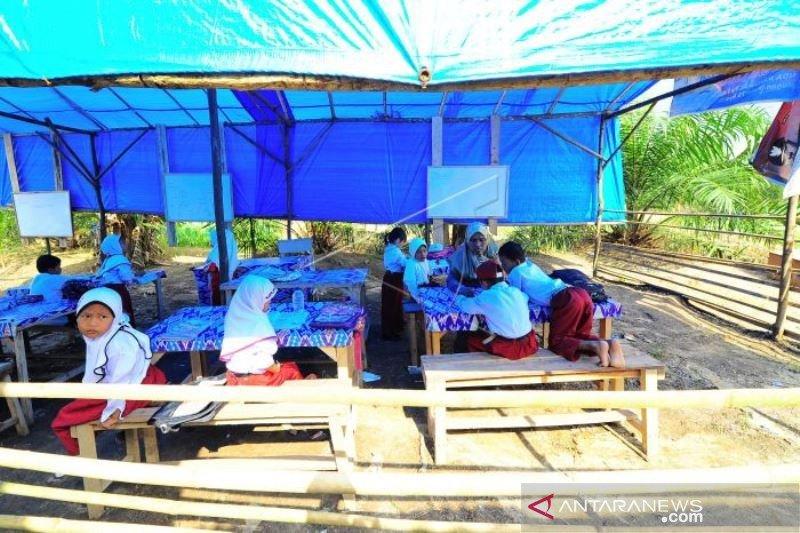 Sekolah Darurat Desa Terpencil Di Sumatera Barat