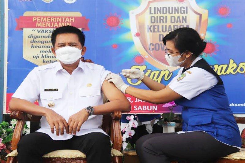 Bupati Barito Utara dan Wakil Bupati divaksinasi COVID-19
